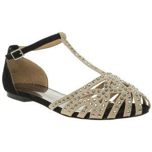 Closed Toe Flat Sandals Pictures